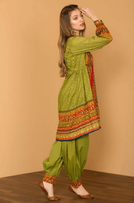 hiremodels-blogs-5-traditional-dresses-which-looks-perfect-in-dinner-party-4